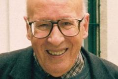 Leonel Oliveira, com 65 anos [1999], na Capela de Fradelos.